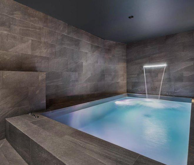 location appartement de luxe, spa intérieur; Val d'Isère; Alpes Françaises; grand standing