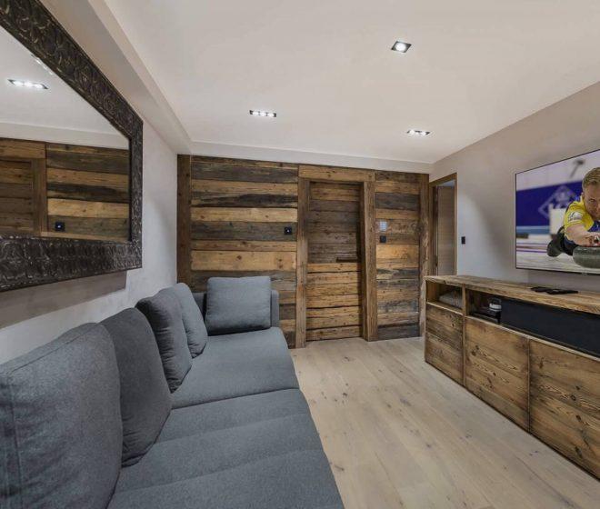location appartement de luxe, salle home cinéma; Val d'Isère; Alpes Françaises; grand standing