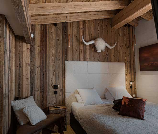 Chalet Orca; val d'isere;Chambre lit double; magnifique vue sur le village