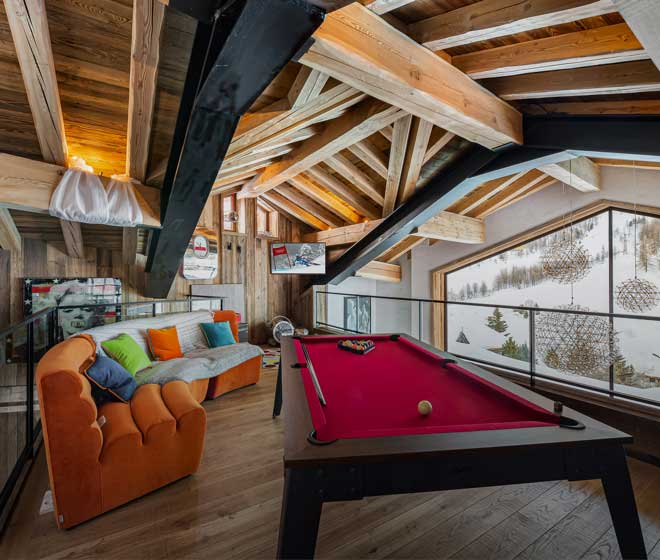 location chalet luxe Orca, espace détente, billard, salle cinéma, salle de sport