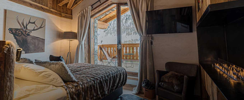 location chalet prestige; Orca; vue panoramique sur les Alpes Françaises; vue unique; chalet somptueux et spacieux; charme rustique; design; chambre avec Balcon